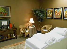 For clients who want to close their eyes and take a nap during their acupuncture treatment, the Gold Room is the best choice. Once everything is in place, we can dim the lights and you can drift off to sleep.